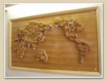 木の切絵の世界地図